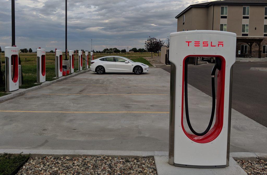 My First Long-Distance Road Trip in a Tesla Model 3 – Eat